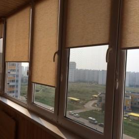 Рулонные шторы коричневого цвета
