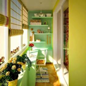 Красивый интерьер утепленного балкона