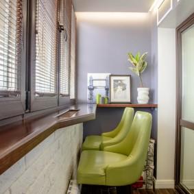 Барная стойка вместо подоконника на балконе