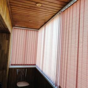 Деревянный потолок на балконе в квартире