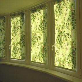 Рулонные шторы с растительным орнаментом