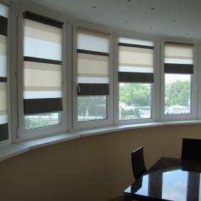 Рулонные шторы зебра для защиты балкона от солнца