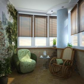 Дизайн просторной лоджии с удобной мебелью