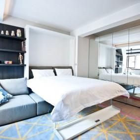 Откидная кровать в квартире-студии