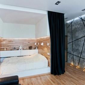 Зонирование черной шторой спальни гостиной