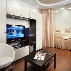 Декорирование стен в квартире с одной комнатой
