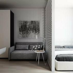 Легкая перегородка между спальней и залом