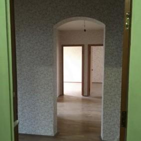 Арка в коридоре 3-х комнатной квартиры улучшенной планировки