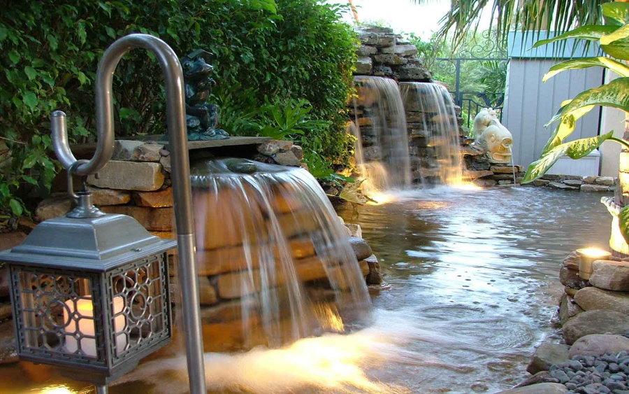Красивые водопады на загородном участке