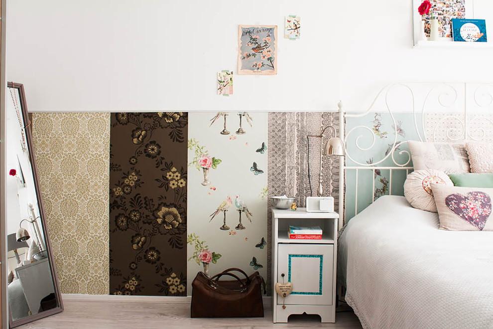 Лоскутная комбинация обоев в спальне девочки