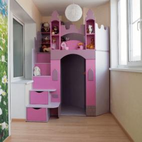 Игровой домик на лоджии в детской спальне