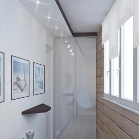 Светла отделка стен на теплом балконе