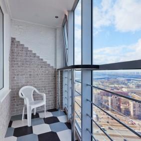 Керамическая плитка на полу панорамного балкона