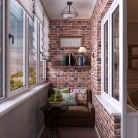 Кирпичная отделка стен на лоджии в доме