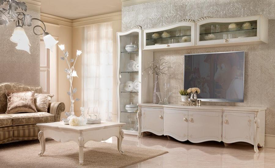 Красивая стенка в классическом стиле в гостиной