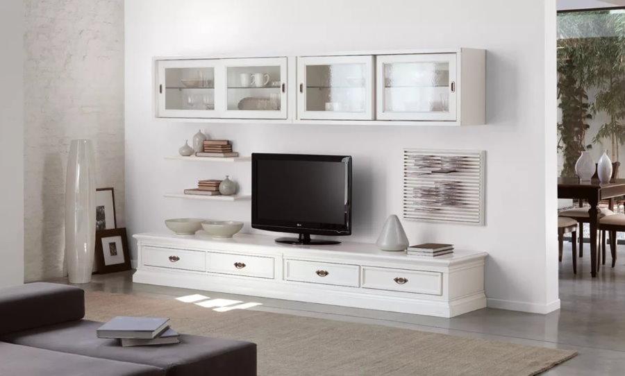 Белая стенка с подвесными шкафчиками