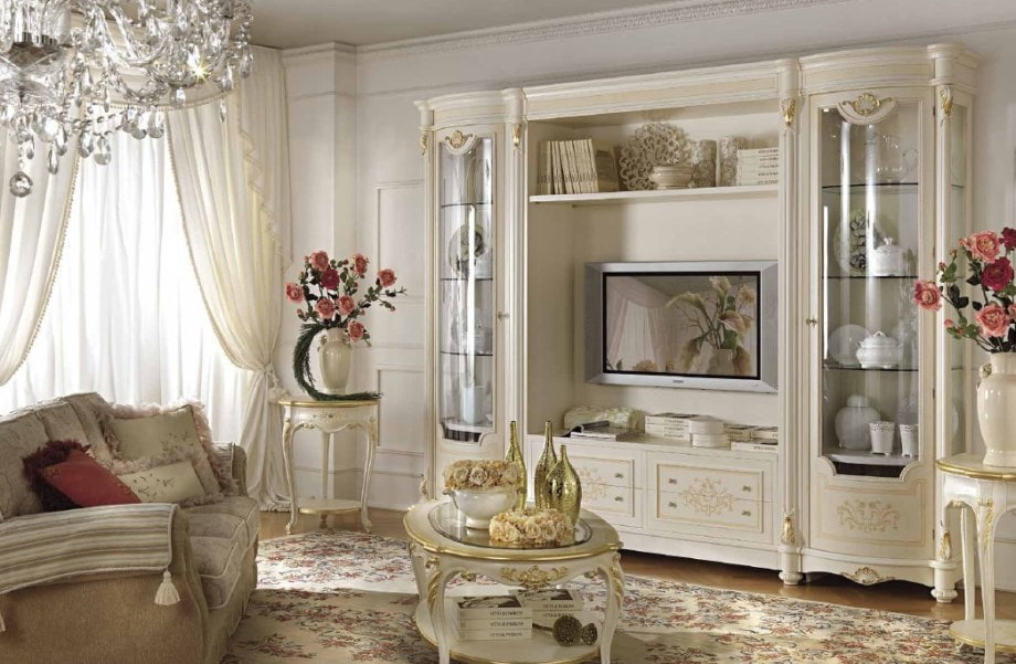 Декор мини-стенки в стиле классика