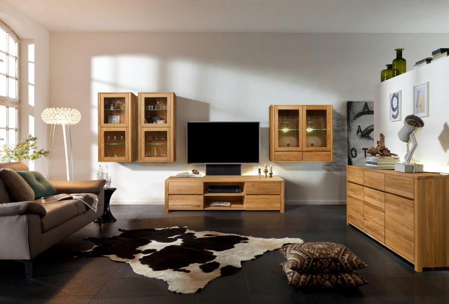 Модульная мебель из массива дуба в гостиной