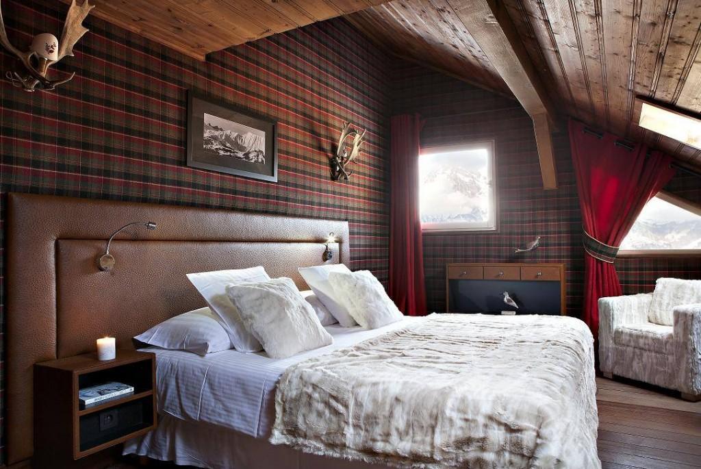 Брутальные обои в интерьере мужской спальни