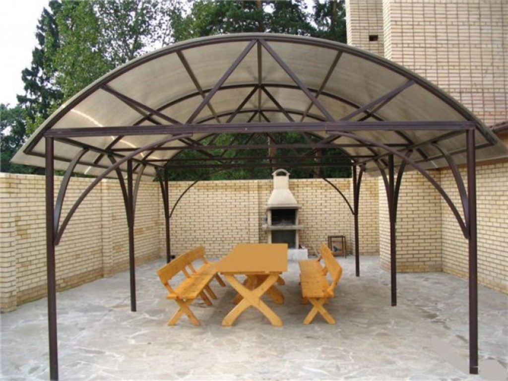 Металлическая беседка с арочной крышей