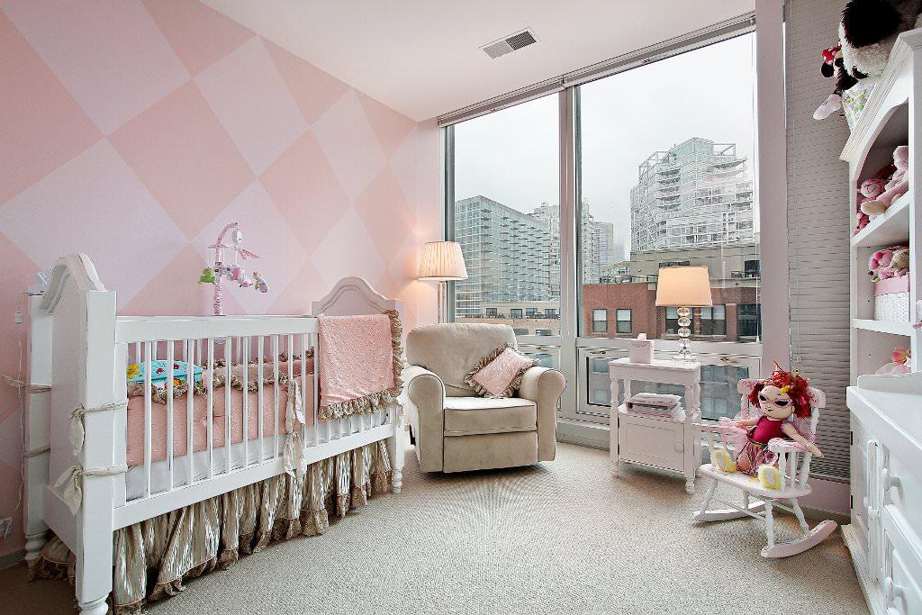 Бумажные обои в интерьере комнаты для ребенка