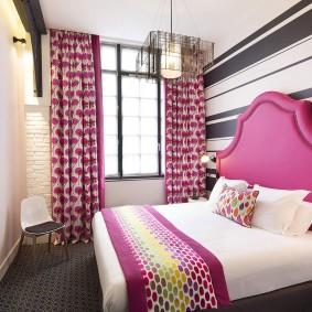 Розовые акценты в интерьере спальни