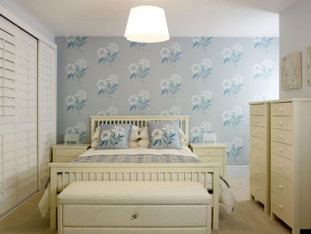 Выбор обоев для маленькой спальни