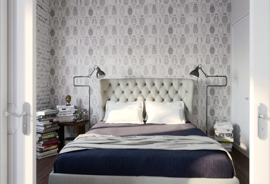 Светло-серые обои в спальне небольшого размера