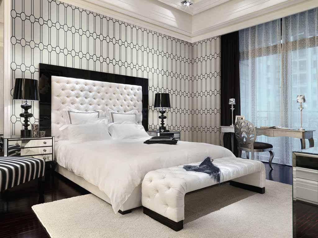 Виниловые обои с орнаментами в спальне стиля арт-деко