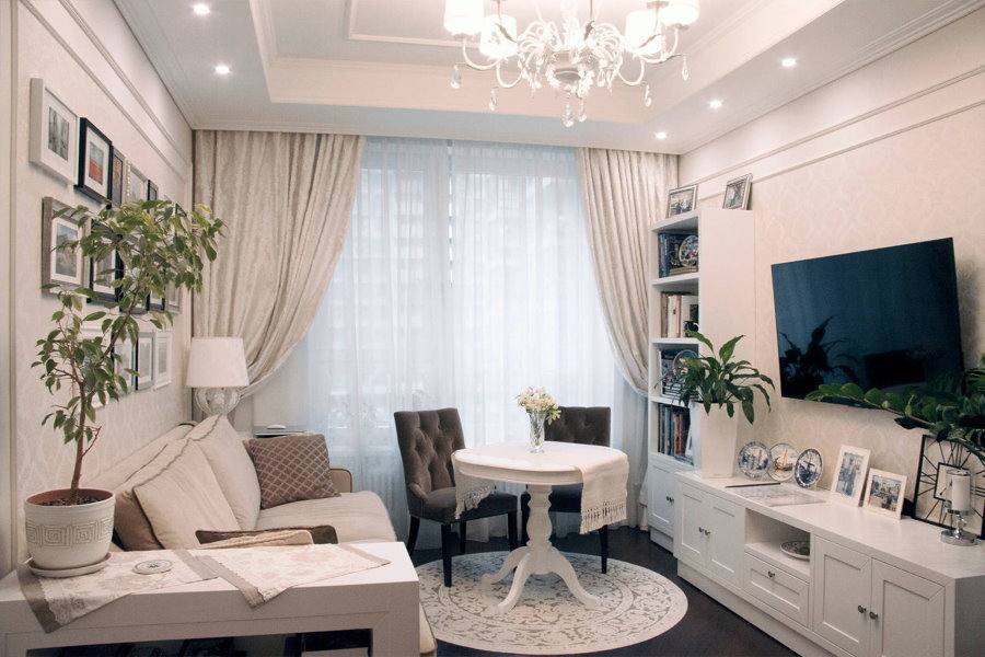 Освещение небольшой гостиной комнаты в квартире
