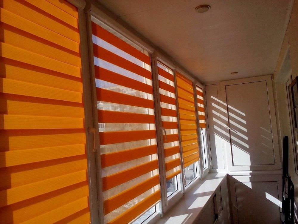 Рулонные шторы день-ночь оранжевого цвета