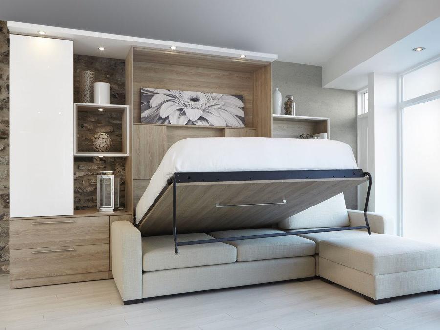 Откидная кровать над диваном в гостиной