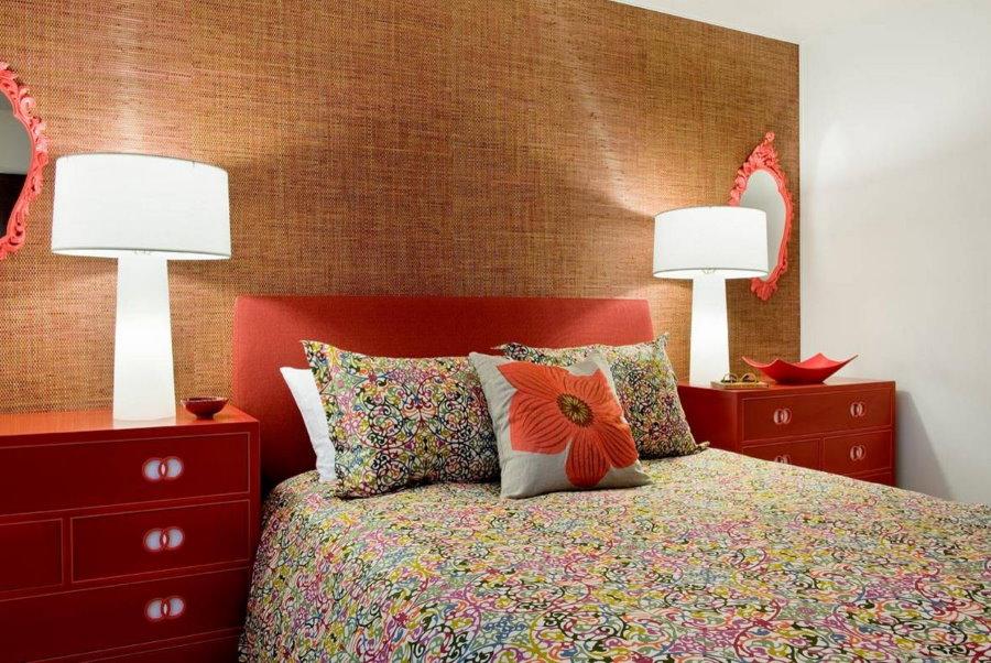Декор стены над кроватью обоями на текстильной основе