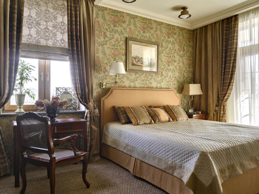 Интерьер спальной комнаты с текстильными обоями