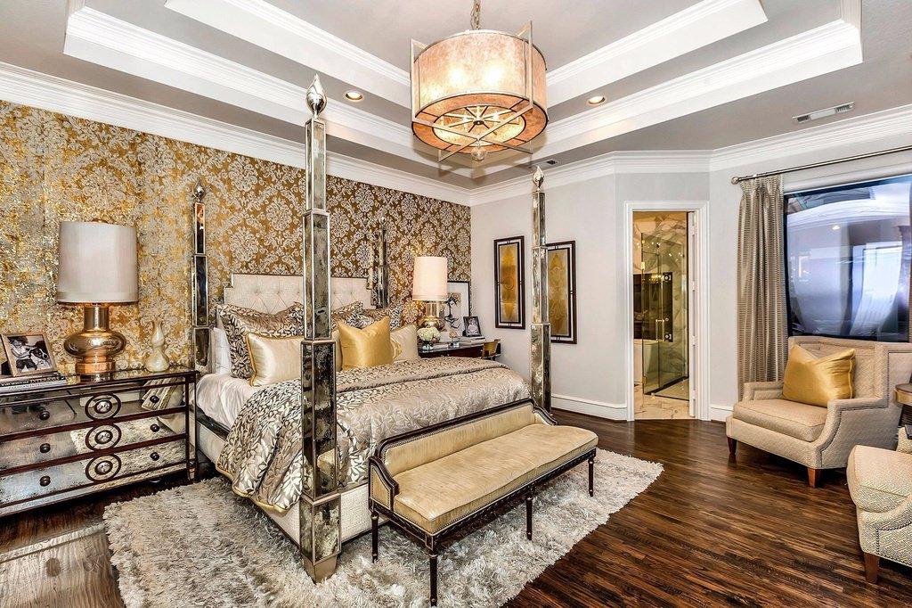 Интерьер спального помещения с тканевыми обоями