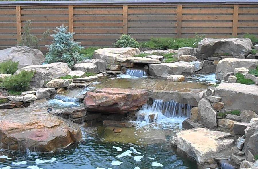 Дачный водоем с каскадными водопадами
