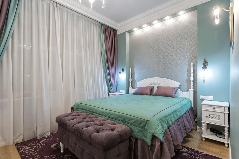 Освещение спальни с прямыми шторами