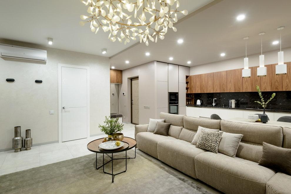 Зонирование прямым диваном пространства квартиры