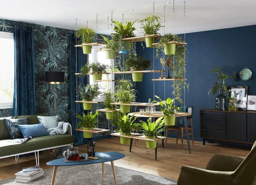 Зонирование гостиной комнаты живыми цветами