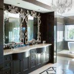 Черно-белая ванная комната в эклектическом стиле