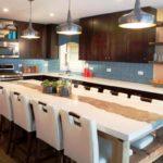 дизайн большой кухни с большим столом