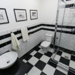 Дизайн ванной комнаты в стиле черно-белое домино