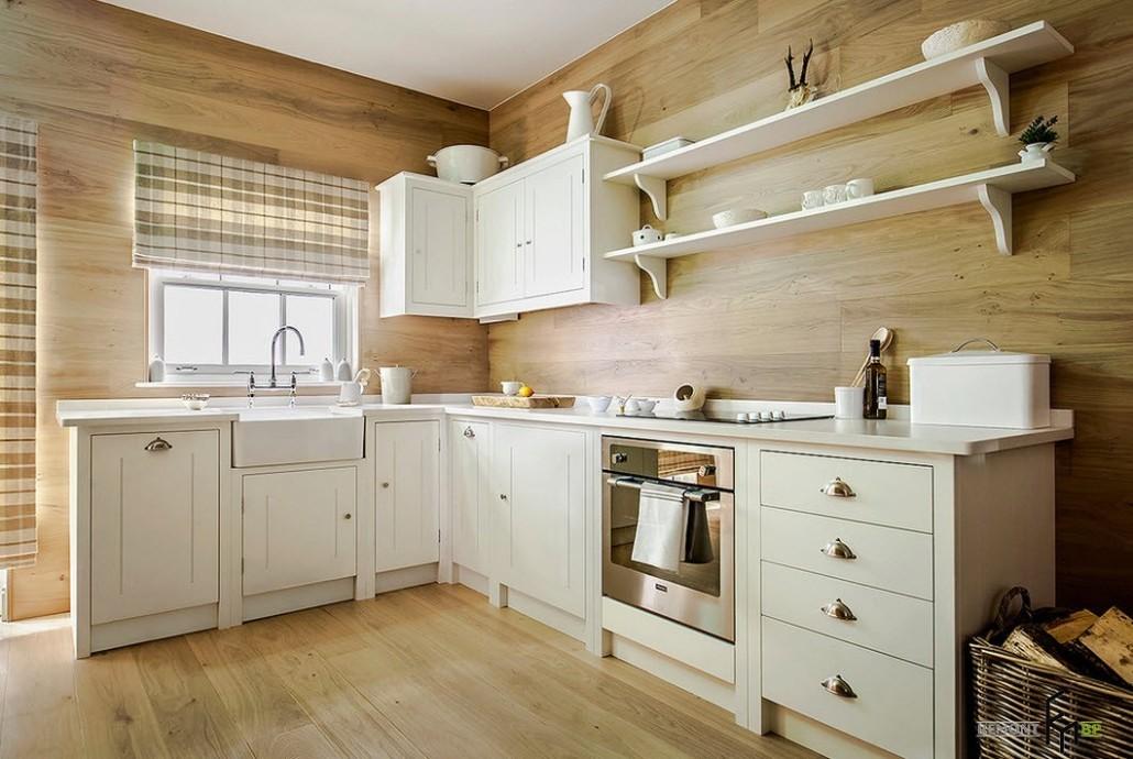 Интерьер белой кухни со стеновыми панелями