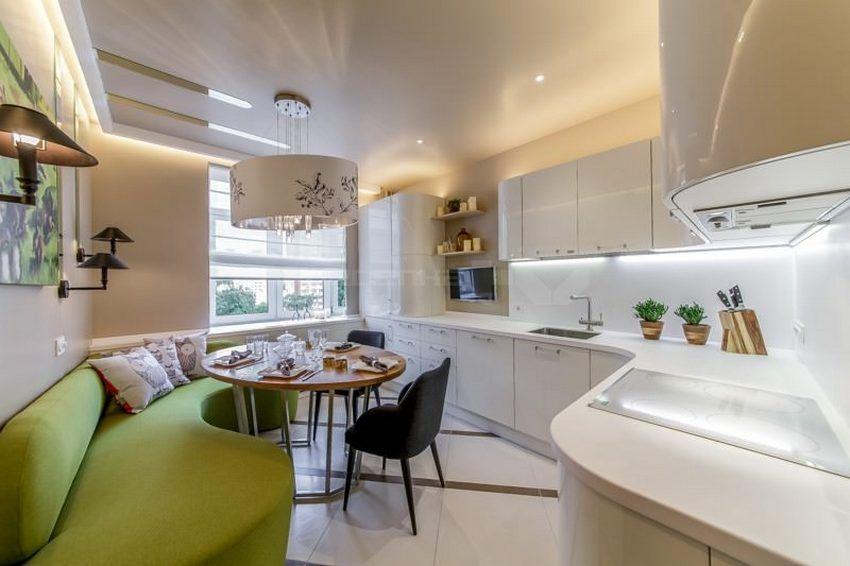 Интерьер белой кухни в сочетании с бежевым фоном