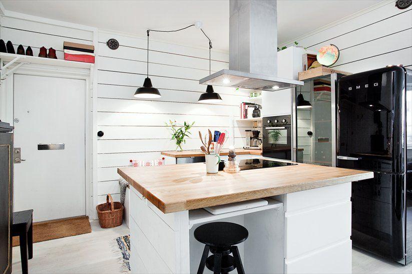 Интерьер белой кухни в стиле техно