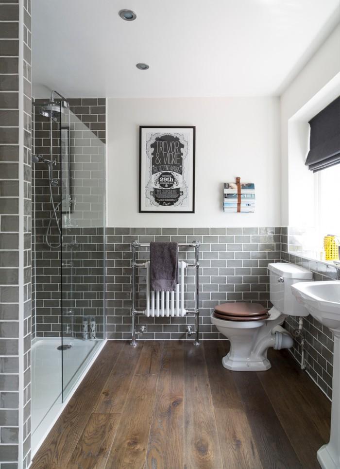 пол из дерева в ванной