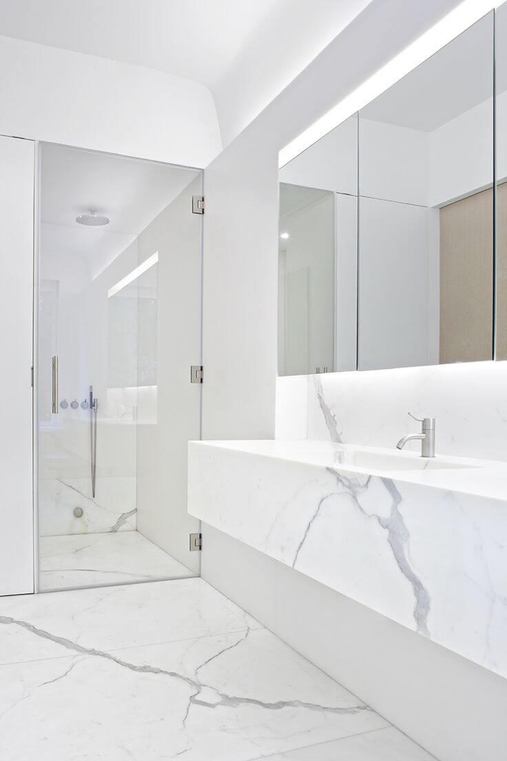 Белая ванная комната мрамор