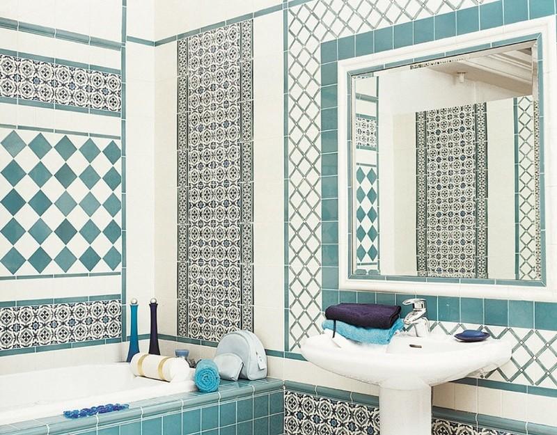 Белая ванная комната средиземноморский стиль с орнаментом