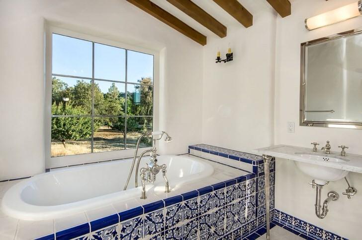 Белая ванная комната средиземноморский стиль