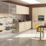 Бежевая кухня глянцевый пол